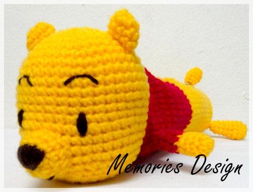หมีสีเหลืองใส่เสื้อสีแดง