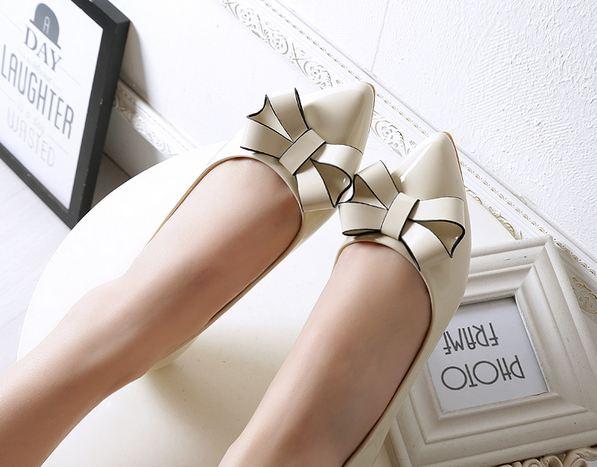รองเท้าคัทชู ใส่ทำงาน สีเบจ สีครีม รองเท้าหุ้มส้น หนังแก้ว ติดโบว์ด้านหน้า ตัดขอบโบว์ สีดำ เพิ่มมิติ รองเท้าใส่ทำงาน ออฟฟิต 645078_1