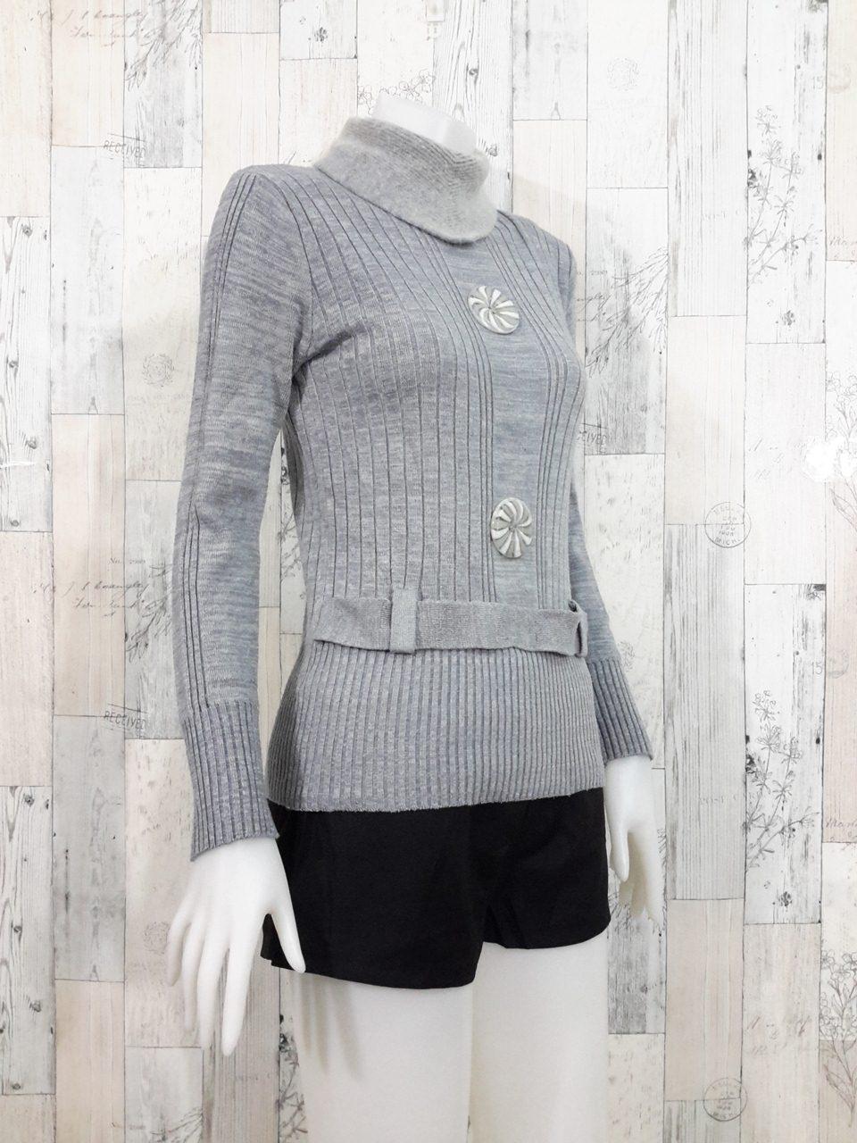 **สินค้าหมด Blouse3525 2nd hand clothes เสื้อไหมพรมร่อง(เนื้อหนามีน้ำหนัก) แขนยาว คอเต่า สีพื้นเทา อกแต่งกระดุม