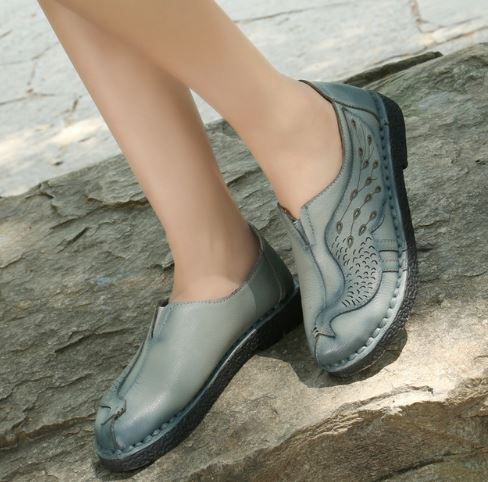 รองเท้าหุ้มส้น ผู้หญิง รองเท้าหนังแท้ รองเท้าคัทชู ใส่เที่ยว รองเท้าหนังนิ่ม สีฟ้าคราม มีดีไซน์ ดีไซน์ ลายนกยูง แสนสวย ใส่สบาย สวยเก๋ 399504_1