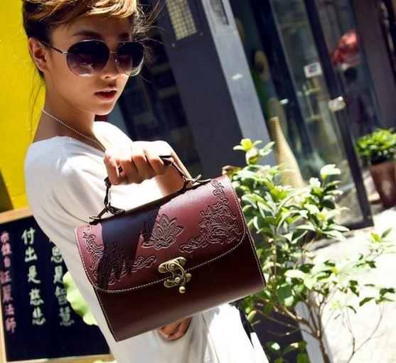 กระเป๋าถือขนาดเล็ก กระเป๋าถือผู้หญิง กระเป๋าสะพายข้าง สไตล์ วินเทจ คลาสสิค สุด ๆ กระเป๋าหนัง แกะลายไทย ๆ แบบเก๋ มีสไตล์ 403609