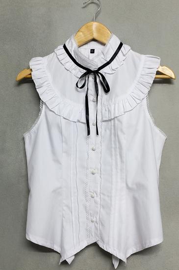 เสื้อแขนกุดสีขาวผูกโบว์สีดำ