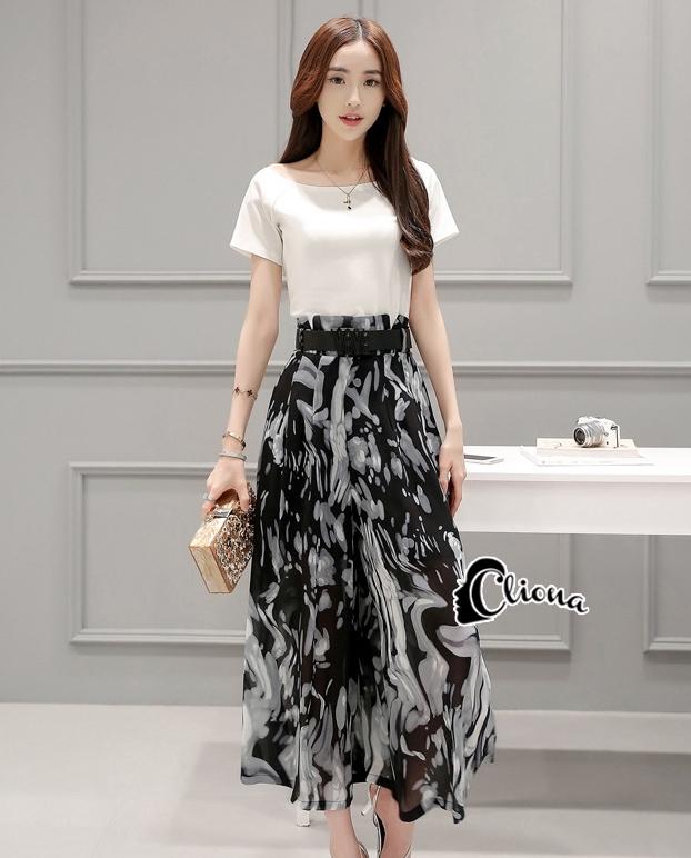 เสื้อผ้าเกาหลี พร้อมส่ง Zara White Top + Black Tiger Line Set