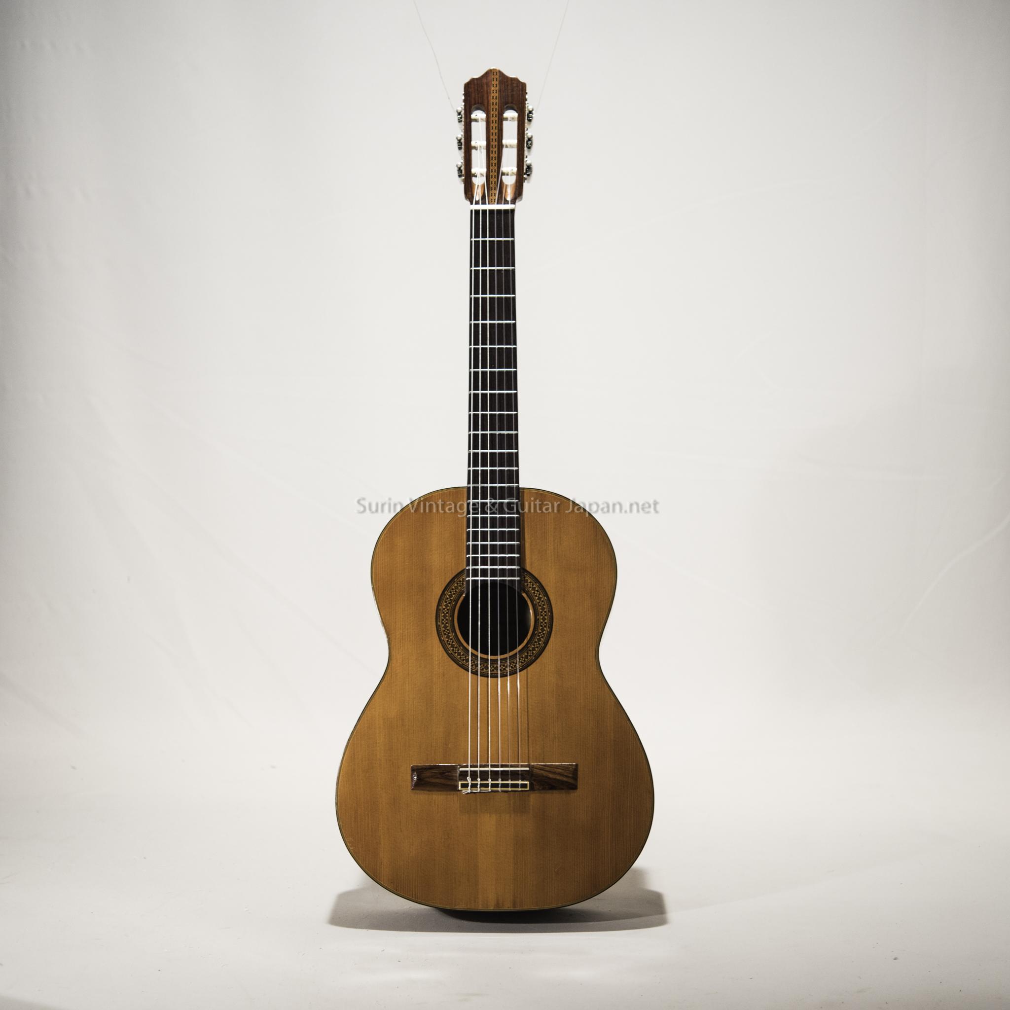 กีต้าร์คลาสสิคมือสอง Gut Guitar by ZEN-ON