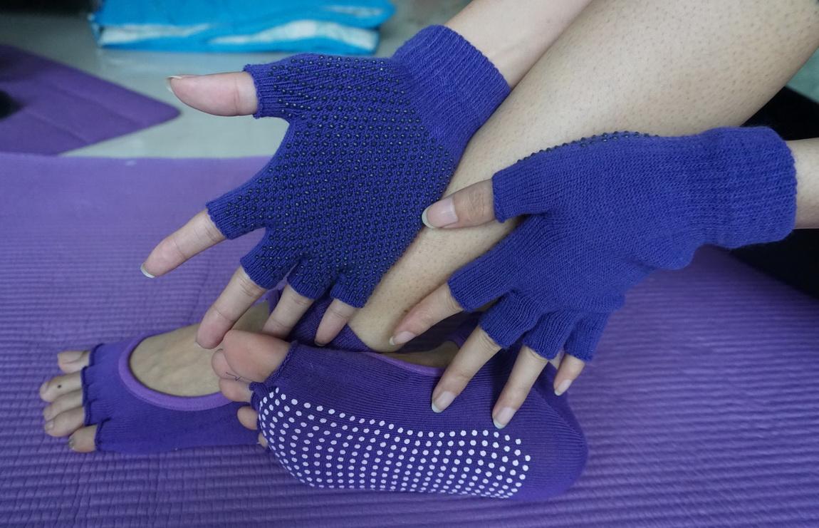 (พรีออเดอร์) ถุงมือ ถุงเท้าโยคะ กันลื่น YKSM30-16