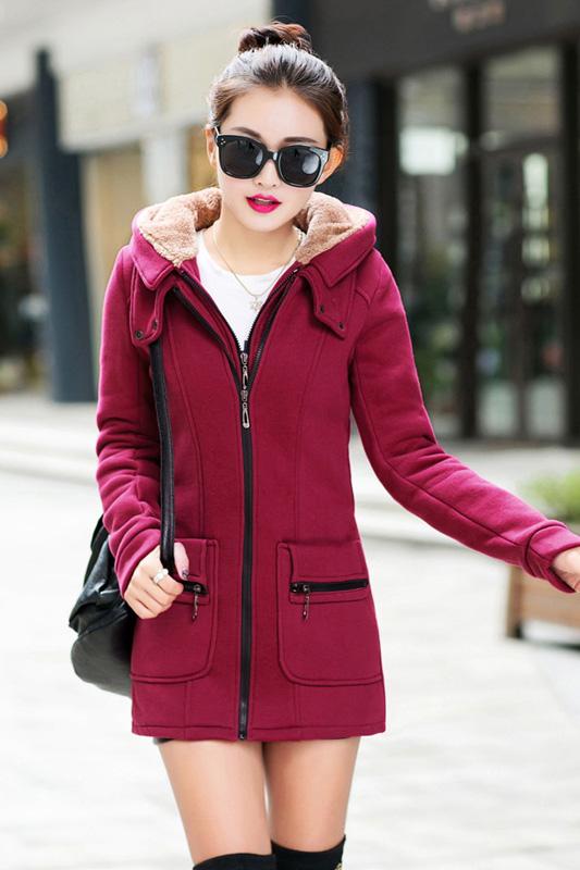 เสื้อกันหนาว พร้อมส่ง สีแดงเข้ม ผ้าฟลีซ เนื้อหนาใส่แล้วอุ่นแน่นอนค่ะ