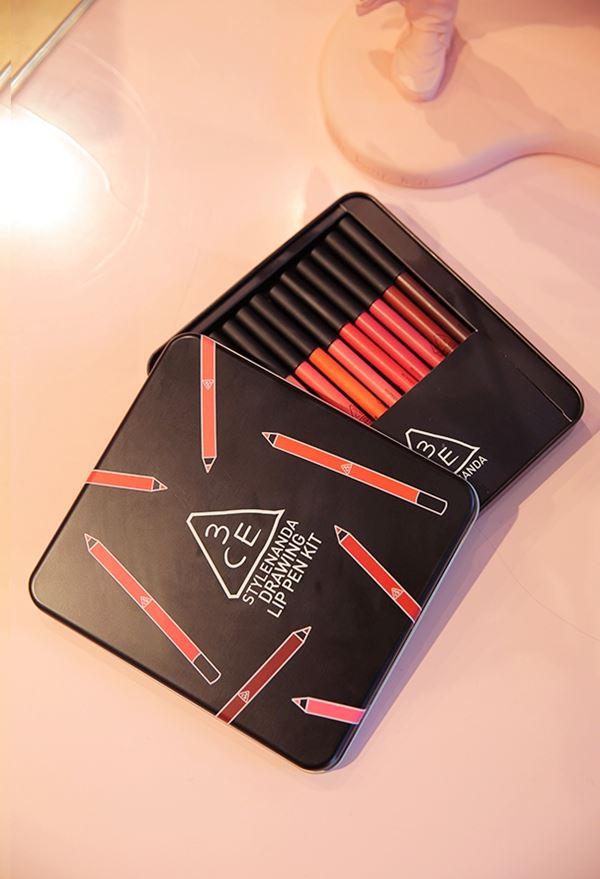 3CE Drawing Lip Pen Kit เซ็ตลิปดินสอสีออกใหม่ 12 สีในกล่องเดียว!! เนื้อแมตต์ สีสวยมากๆ ติดทนนานค่ะ