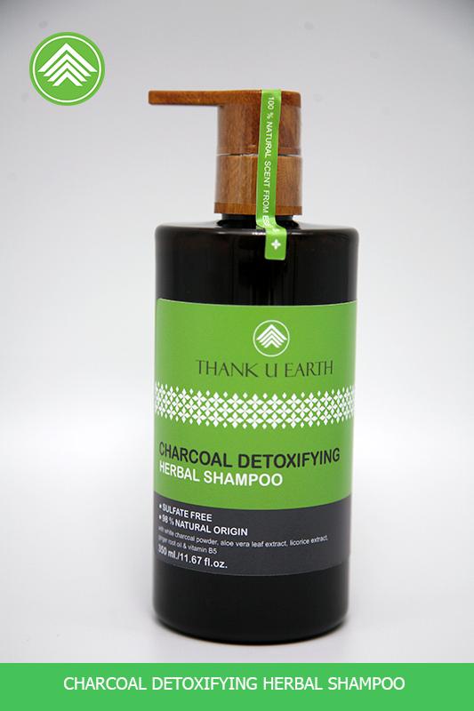 Charcoal detoxifying herbal shampoo (แชมพูถ่านขาวสมุนไพรสูตรดีท๊อกซ์)