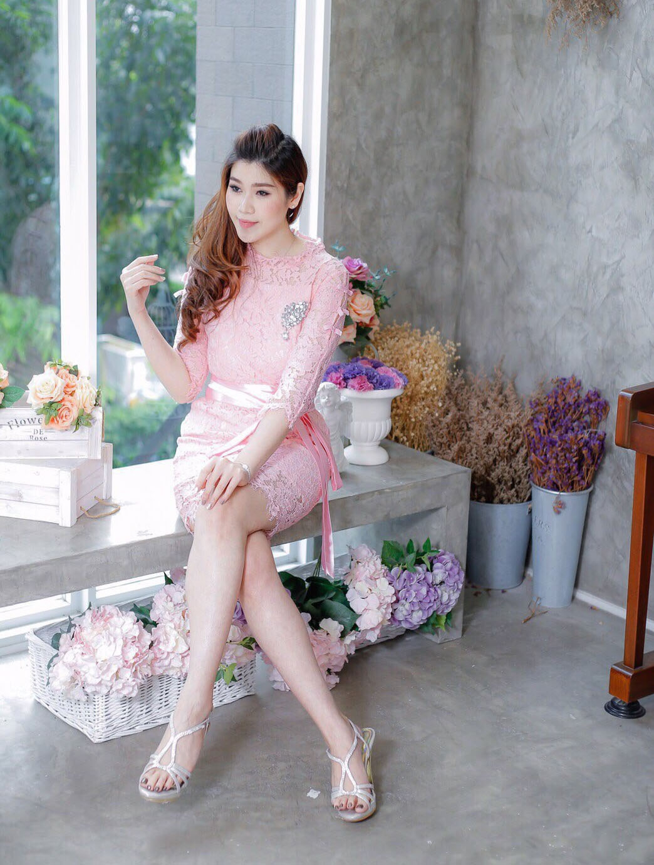 ชุดเดรสออกงานสีชมพู ชุดไปงานแต่งงานสีชมพู เดรสลูกไม้ น่ารัก