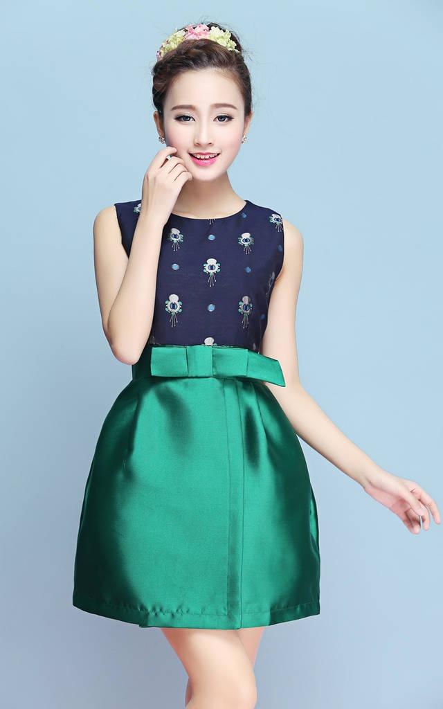 ชุดเดรสทำงานสีเขียว สีกรมท่าลายน่ารักๆ กระโปรงทรงสุ่มสีเขียว ราคาถูก