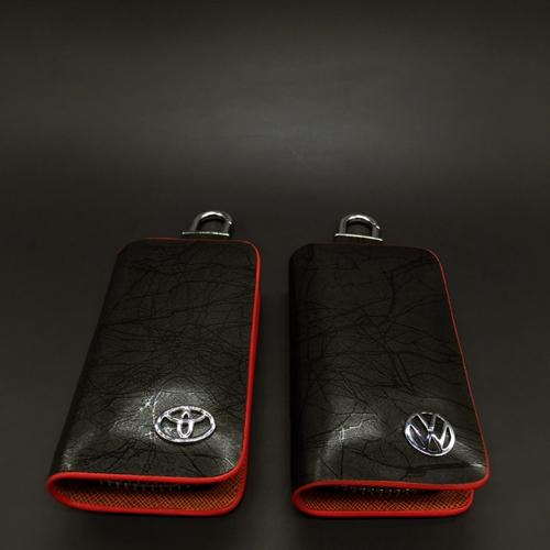 กระเป๋าซองหนังแท้ ใส่กุญแจรีโมทรถยนต์ โลโก้ Toyota - Volkswagen สี ดำ/แดง