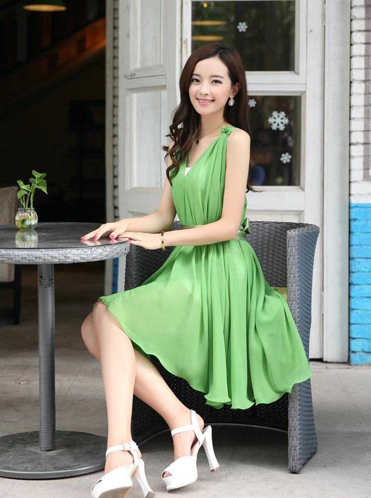 ชุดเดรสสั้นสีเขียว แขนกุด คอวี ผ้าชีฟอง ใส่ออกงาน ก็สวยเก๋