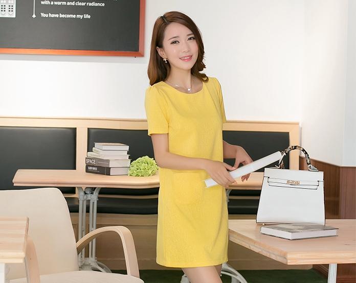ชุดเดรสทำงานสีเหลือง แขนสั้น คอกลม ทรงหลวม กระเป๋าหน้า น่ารัก