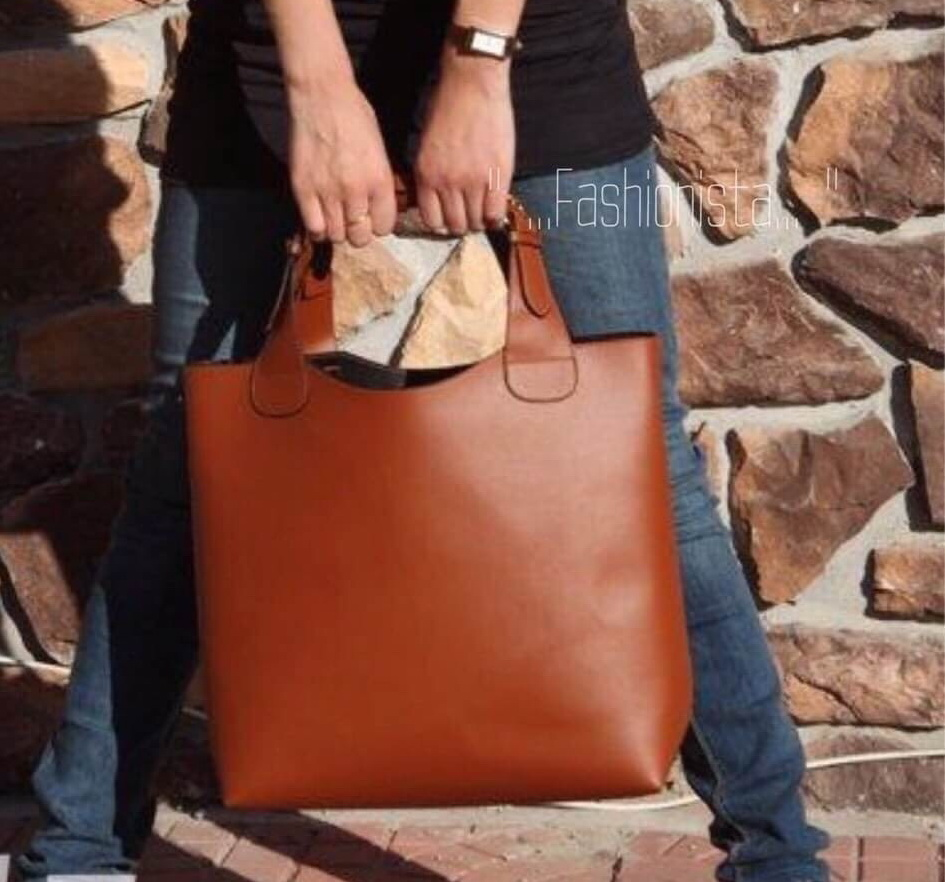กระเป๋าแฟชั่น CLASSIC LEATHER SET BAGS แบบขายดีถามหากันเยอะ สินค้าพร้อมส่ง ไม่เคยตกเทรนด์ กระเป๋าสะพายหนังเนื้อแมททรง simply เน้นความเรียบง่ายแต่มีสไตล์ ดีไซน์เก๋ แต่งดีเทลสายหนังร้อยหูกระเป๋าดูดีมาก มาพร้อมใบลูกอีกใบที่สามารถใช้งานซ้อนเป็นช่องแยกใส่ของด้