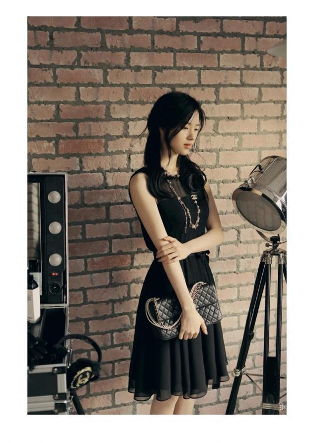 [พรีออเดอร์] ชุดเดรสชีฟองผู้หญิงแฟชั่นเกาหลีใหม่ คอกลม แขนกุด แบบเก๋ เท่ห์ - [Preorder] New Korean Fashion Slim Chiffon Round Neck Sleeveless Dress