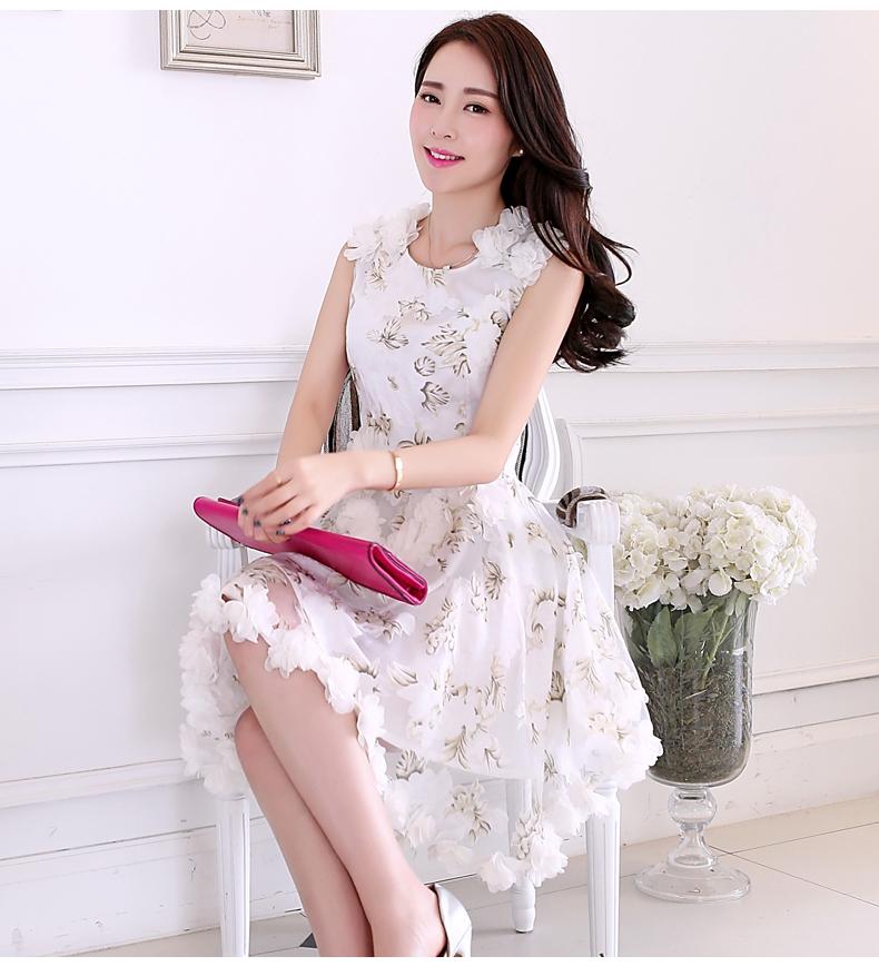 เดรสออกงานเสื้อแขนกุดผ้าแก้วซีทรูลายดอกไม้ สวย หวาน แต่งดอกไม้พุ่มเพิ่มมิติให้ชุดเด่นขึ้นด้วยนะค่ะ