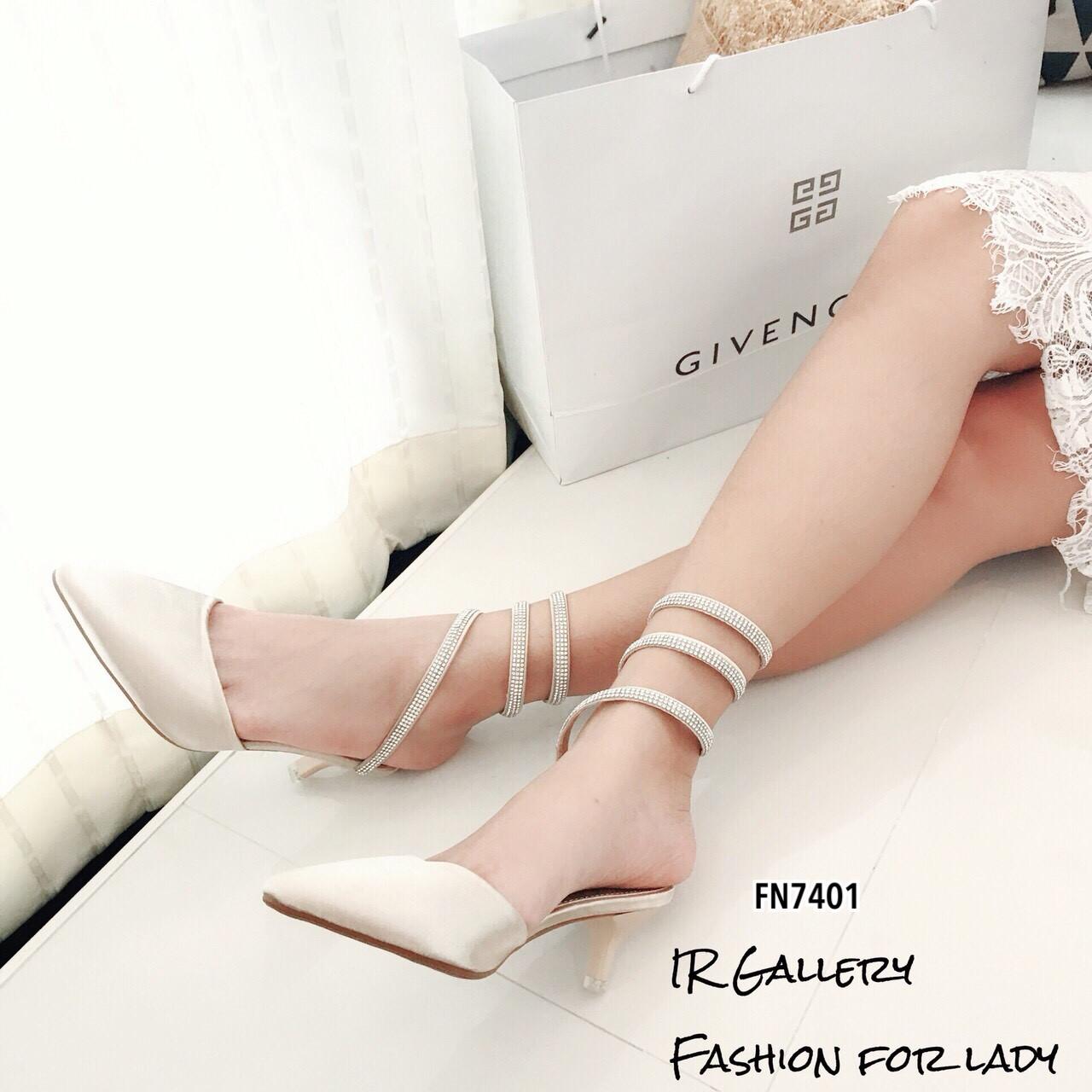 รองเท้าคัทชูเปิดส้นแต่งสายรัดเพชร (สีครีม)