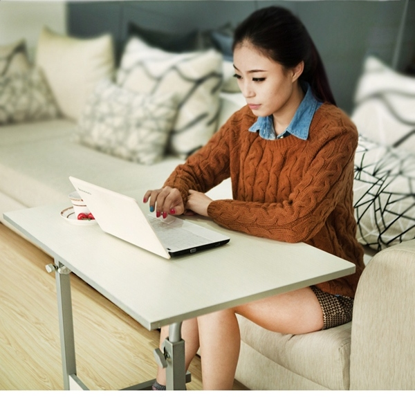 Pre-order โต๊ะแล็ปท็อป โต๊ะวางคอมพิวเตอร์ โต๊ะทำงาน ปรับระดับได้ มีล้อเลื่อน สีขาว