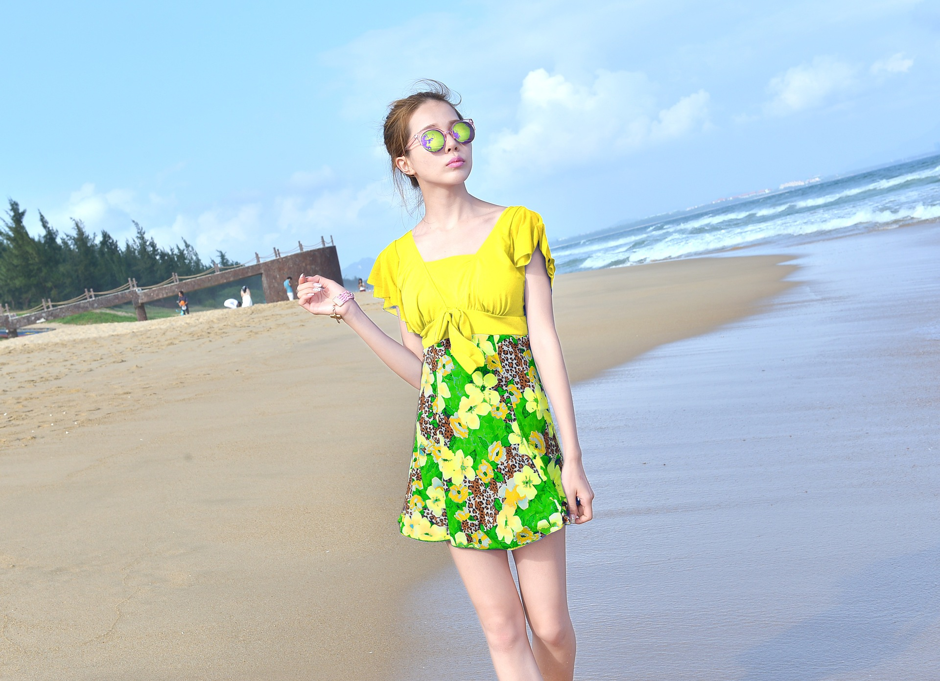 ชุดว่ายน้ำคนอ้วน สีเหลือง ลายดอกไม้ รอบอก 38-42 เอว28-36 สะโพก 36-44 นิ้ว ยาว 32 นิ้วค่ะ เนื้อผ้าบางนะคะ