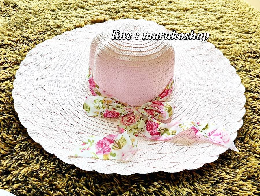 หมวกปีกกว้าง หมวกเที่ยวทะเล หมวกปีกว้างสีชมพูอ่อนน่ารักๆค่ะ แต่งโบว์ใหญ่ลายดอกไม้วินเทจรอบเก๋ ๆ