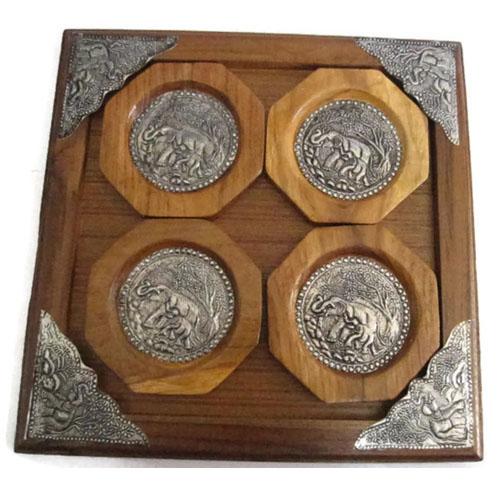 จานรองแก้ว ทำจากไม้สัก ชุด 4 ชิ้น ติดแผ่นเงินแกะสลักรูปช้าง