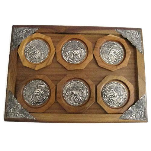 ชุด จานรองแก้ว ทำจากไม้สัก 6 ชิ้น ติดแผ่นเงินแกะสลักรูปช้าง