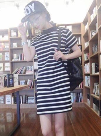 ((พร้อมส่ง)) เสื้อผ้าแฟชั่นผู้หญิง : เดรสสีดำ แต่งลายดำขาว ผ่าข้าง น่ารักมากๆจ้า