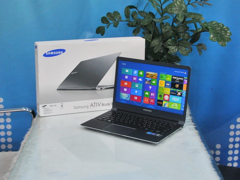 Ultrabook SAMSUNG ATIV BOOK 9 NP900X3E-K01TH Intel Core i7-3537U (2.00 GHz, 4 MB L3 Cache, up to 3.10 GHz).