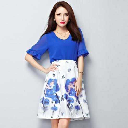 ชุดสีน้ำเงินแฟชั่นสวยๆ SET เสื้อสีน้ำเงินแขนสั้น + กระโปรงสีขาวพิมพ์ลาย