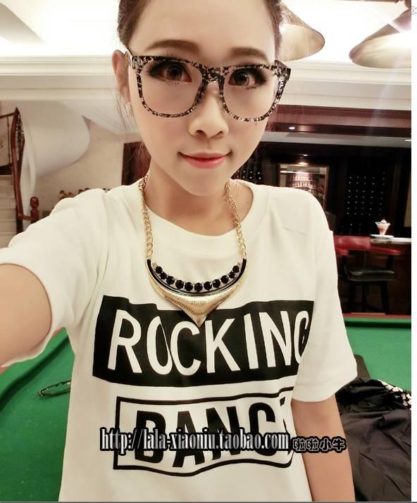 (SALE) T-shirt ลาย ROCKING สีขาว