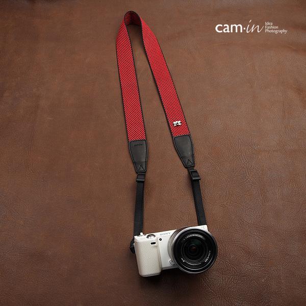 สายกล้องคล้องคอ รุ่น cam-in Red and Black Forest