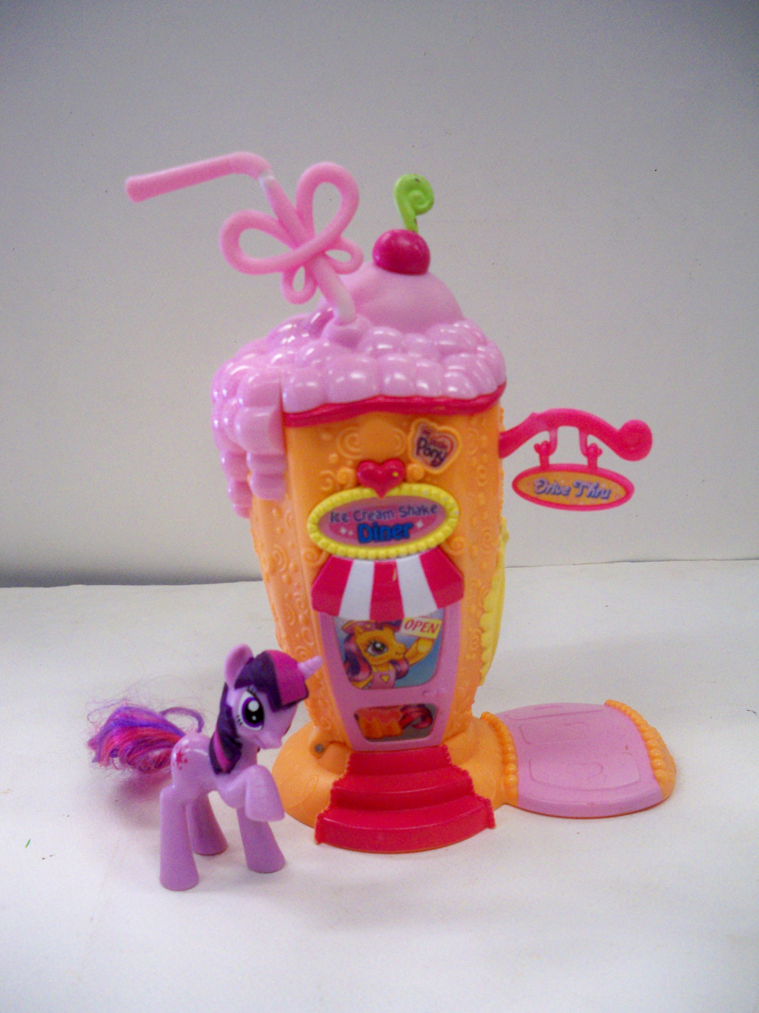 Pony ร้านไอศครีม
