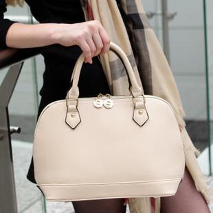 Axixi-กระเป๋าถือสีเงินเมทาลิค
