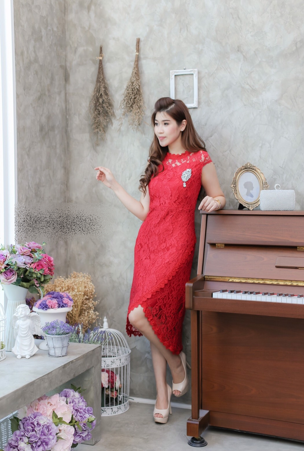 ชุดเดรสไปงานสีแดง , ชุดไปงานแต่งงานสีแดง, ชุดเดรสสีแดง, แฟชั่นชุดไปงานสวยๆ, ชุดเดรสสวยหรูสีแดง,ชุดเดรสเปิดไหล่สีแดง,ชุดราตรีสั้นสีแดง,ชุดลูกไม้สีแดง