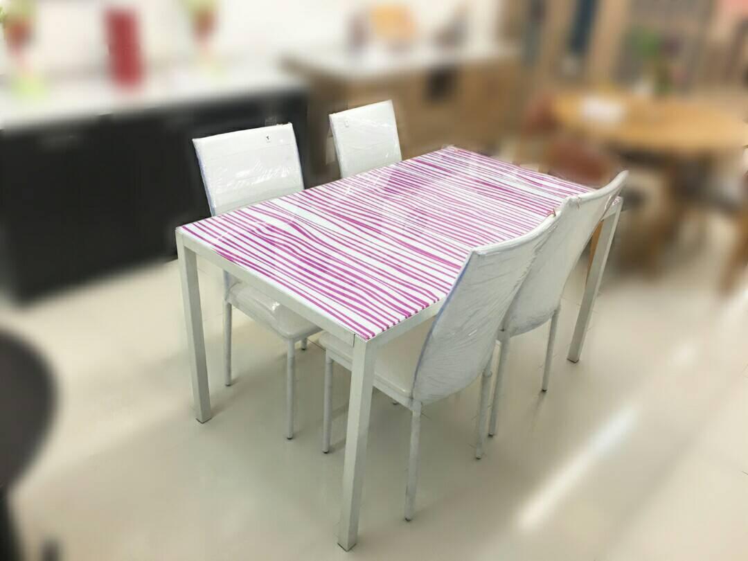 ชุดโต๊ะอาหาร Grain & เก้าอี้ Finn 4 ตัว