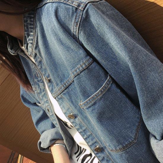 เสื้อยีนส์ผู้หญิง แจ็คเก็ตยีนส์ เสื้อคลุมยีนส์ แฟชั่นสไตล์สตรีท หลวมๆ เซอร์เท่ แขนยาว มีกระเป๋า 2 ข้าง คอจีน ใส่หลวมๆ อาร์ตเท่ๆ ผ้ายีนส์สวยมากๆ เลยจ้า