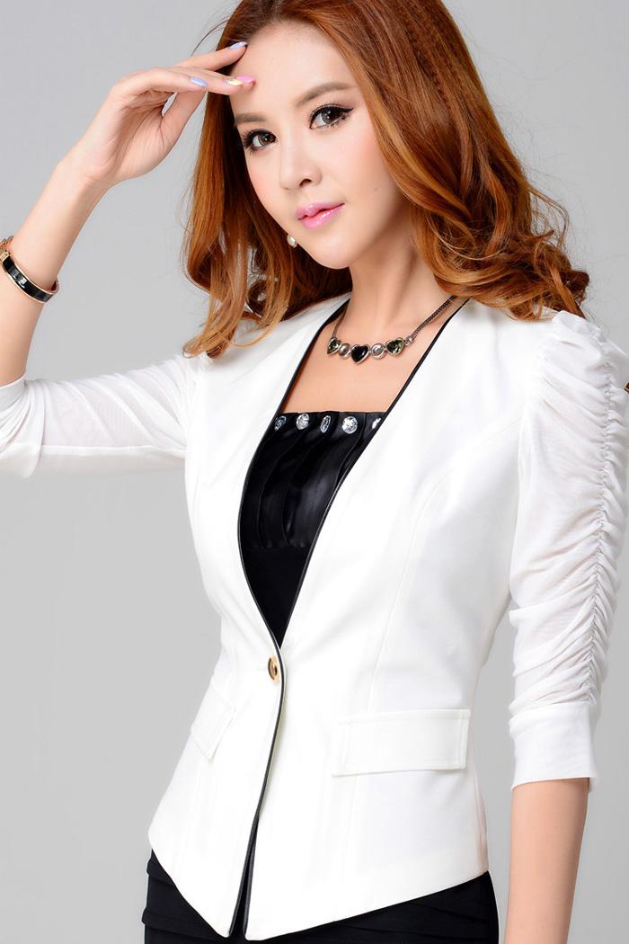 (สินค้าหมด) เสื้อสูทแฟชั่น เสื้อสูทผู้หญิง สีขาว แต่งแขนด้วยผ้ามุ้ง เข้ารูปช่วงเอว