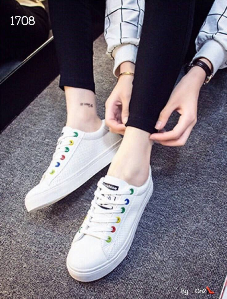 *รองเท้าผ้าใบสีขาว ตัวรองเท้าเป็นหนังpuฉลุ*