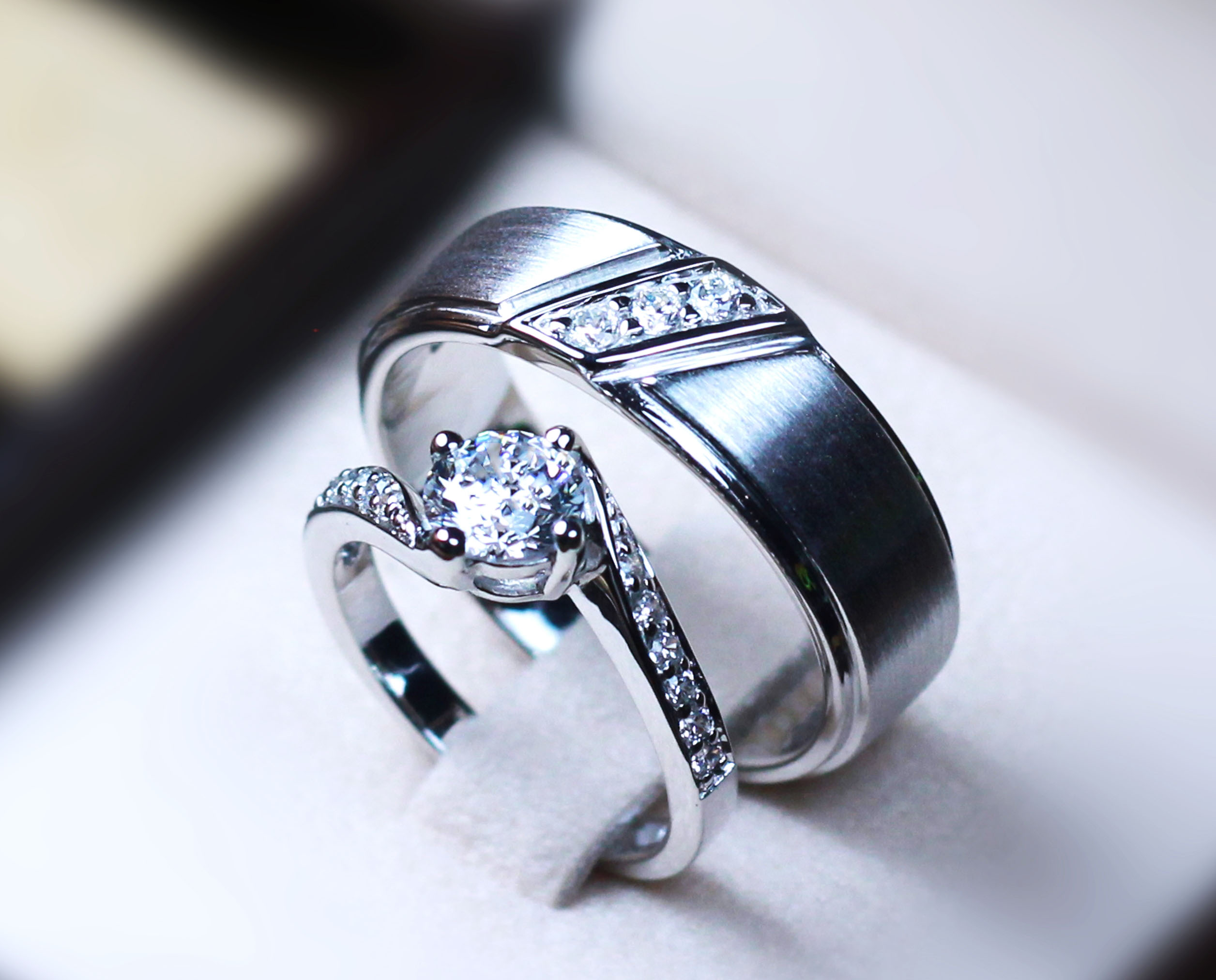 แหวนคู่รักเงินแท้ เพชรสังเคราะห์ ชุบทองคำขาว รุ่น LV15071561 TW thunder & 0.60 Carat Dazzling