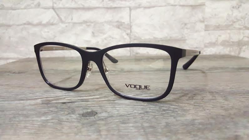 Vogue 2878 w44-s โปรโมชั่น กรอบแว่นตาพร้อมเลนส์ HOYA ราคา 2,500 บาท