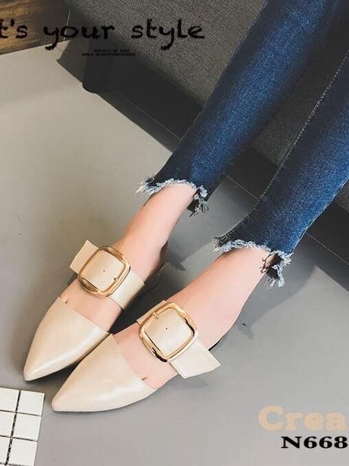 รองเท้าส้นเตี้ยหัวแหลมสีครีม เปิดส้น คาดหัวเข็มขัด (สีครีม )