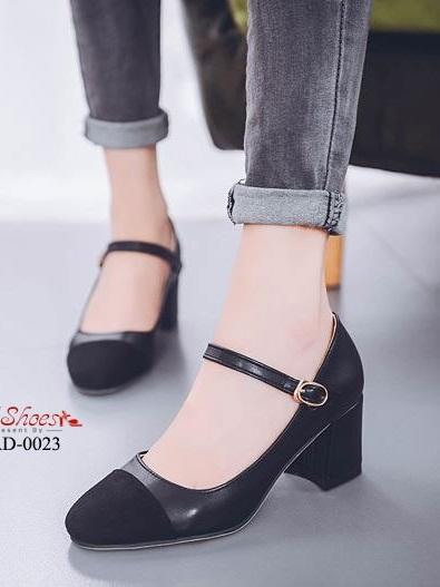 รองเท้าคัทชูส้นตันรัดข้อสีดำ หัวตัด ผ้าสักหราด (สีดำ )