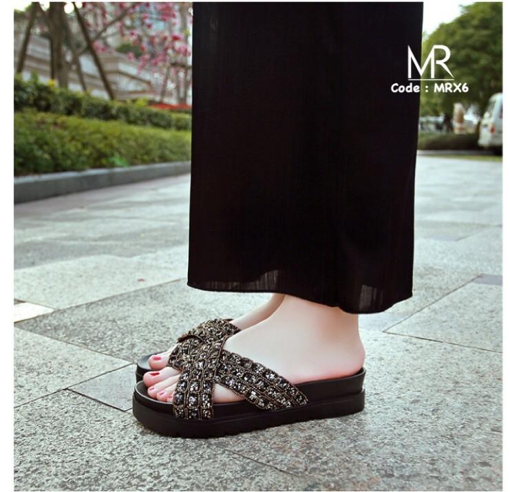 รองเท้าแตะแฟชั่นเปิดส้น สายคาดไขว้ สายคาดนิ่มแต่งเพชร (สีทอง )