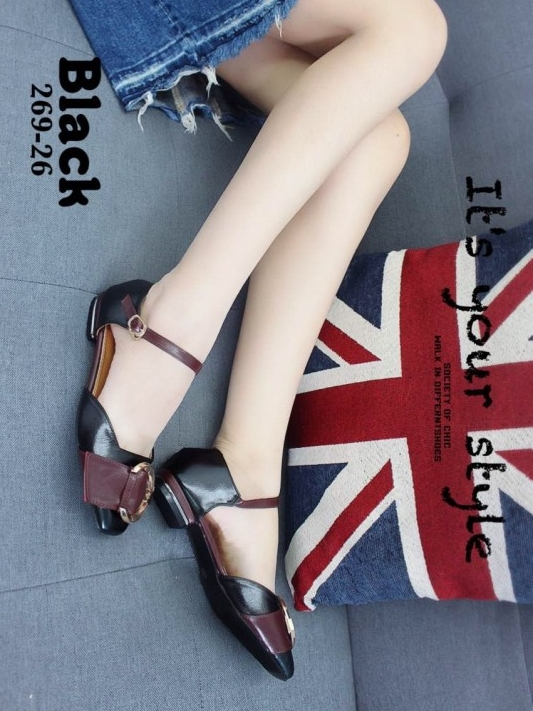 รองเท้าส้นเตี้ยสีดำ เว้าข้าง แต่งสายเข็มขัด (สีดำ )