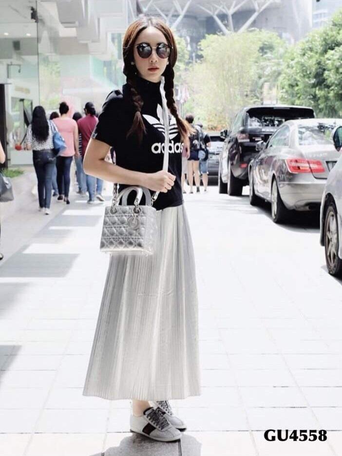 รองเท้าผ้าใบแฟชั่นสีเงิน Gucci sneaker Glitter with stud (สีเงิน )