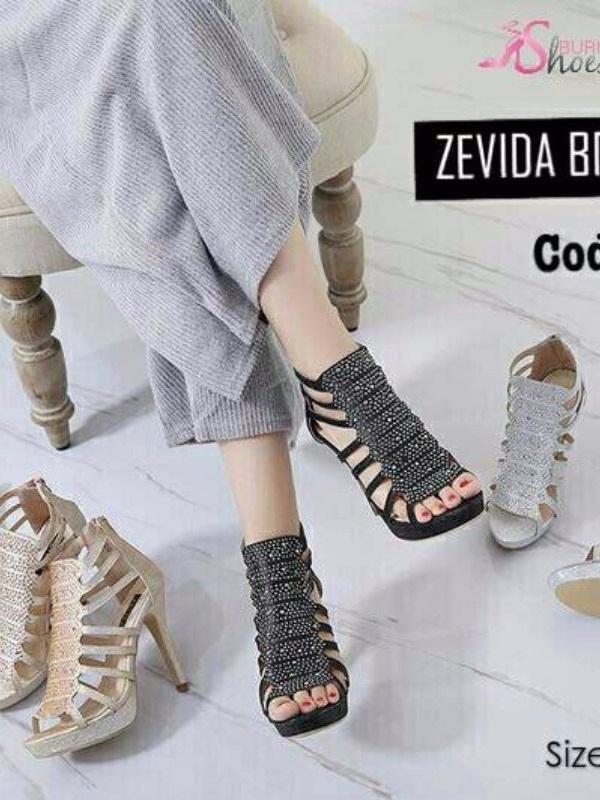 รองเท้าส้นสูงรัดข้อเท้าสีดำ ผ้ากลิตเตอร์ติดเพชร ซิปหลัง (สีดำ )