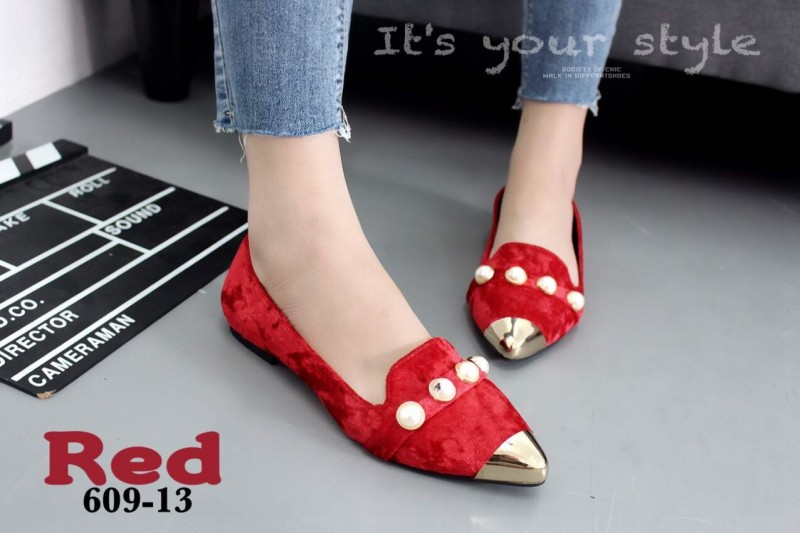 รองเท้าคัทชูส้นเตี้ยหัวแหลมสีแดง กำมะหยี่นิ่ม หน้าประดับมุข (สีแดง )