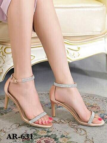 รองเท้าส้นเข็มรัดข้อสีชมพู ผ้าซาติน สายคาดติดเพชร (สีชมพู )
