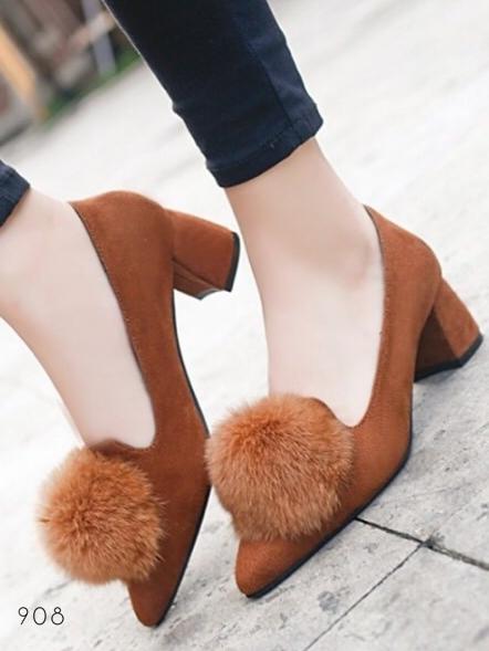 รองเท้าคัทชูส้นสูง หัวแหลม แต่งขนมิ้งค์ (สีน้ำตาล)