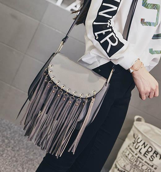 พร้อมส่ง กระเป๋าผู้หญิงสะพายข้าง แต่งพู่พริ้ว แฟชั่นเกาหลี Fashion bag รหัส G-497 สีเทา